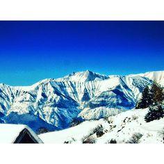 Les montagnes enneigées du Dévoluy, par Chris.
