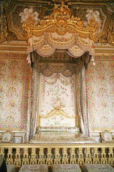 Queen's Bedroom, Versailles, Paris - Versailles Palace Pictures