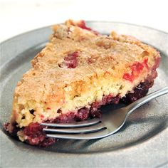 I just love this recipe for Nantucket Cranberry Cake from the King Arthur Flour Company. Delicious and easy to make. Fresh Cranberry Recipes, Canned Cranberry Sauce, Cranberry Pie, Orange Recipes, Moist Yellow Cakes, Fudge Pie, Square Cake Pans, Thanksgiving, King Arthur Flour