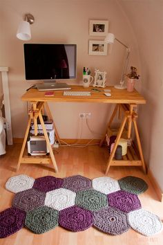 rug crochet @Trena McNulty McNulty McNulty Karl  I would pay you b ig bucks to make this for my entry way...with different colors of course!
