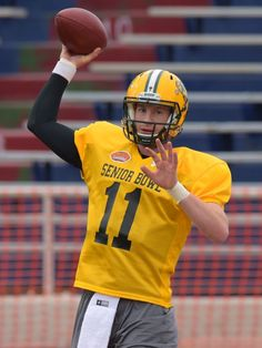 Carson Wentz is early favorite to be top QB picked in NFL draft 2/25/2016