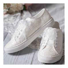 afb62e002cac A(z) 7 legjobb kép a(z) tornacipők táblán | Dressy flat shoes, New ...