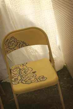 painted chair tutorial...perhaps we can make over those ugly chairs we've been sitting in at church?
