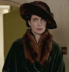 Beautiful Elizabeth McGovern as Lady Crawley.