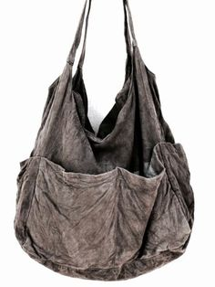 gray, slouchy linen tote bag with lots of exterior pockets Leather Gifts, Leather Bag, Denim Bag, Fabric Bags, Burberry Handbags, Cotton Bag, Mode Style, Handmade Bags, Hobo Bag