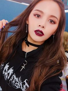 Chonnasorn Sajakul (ชลนสร สัจจกุล) also known mononymously as Sorn (손) of CLC Kpop Girl Groups, Korean Girl Groups, Kpop Girls, Clc Hobgoblin, Beautiful Moments, Most Beautiful, Cheshire, Yu Jin, Exotic Beauties