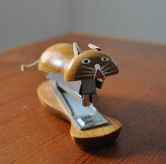 Cat stapler. I need this.