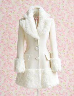 Pas pratique dans la sloche mais quel mignon manteau!