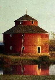 78 Stunning Red Barn You'll Actually Want To Know Farm Barn, Old Farm, Rustic Barn, Barn Wood, Country Barns, Country Life, Country Living, Country Roads, American Barn