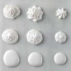 Aquí tienes mi receta para hacer glasa real. Partiendo de la glasa madre sacaremos las tres consistencias para decorar galletas, tartas, cupcakes, cakepops,...