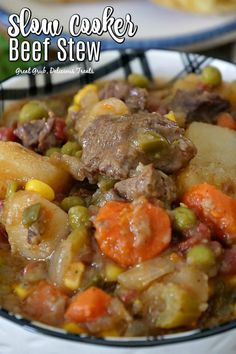 Slow Cooker Beef Stew - Great Grub, Delicious Treats Slow Cooker Beef Stew is hearty, delicious and full of meat, potatoes and vegetables, slow cooked until super tender. Dutch Oven Beef Stew, Easy Beef Stew, Beef Stew Meat, Slow Cooker Beef, Slow Cooker Recipes, Beef Recipes, Crockpot Meals, Beef Bourguignon, Tasty Beef Stew Recipe