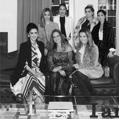A Regina Salomão captou com precisão o espírito feminino e multifacetado de suas clientes na Coleção I Am.  Para o lançamento oficial  da coleção e com o irretocável mentoring de #AliceFerraz @fhits, convidamos para um fashion meeting em Nova York o special team : Alice Salazar (@alicesalazaroficial), Bruna Unzueta (@boounzueta), Claudia Bartelle (@claudiabartelle), Constanza Fernandes (@futilish) e Helena Lunardelli (@helena_lunardelli).    Veja mais em nosso blog e fique por dentro deste…