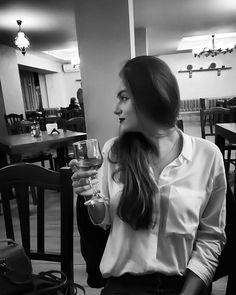 """69 aprecieri, 5 comentarii - Anna 🎀 (@anna03bgh) pe Instagram: """"Cel mai bun vin? .. Mai am puțin și vin acasă iubito❣️🍷"""""""