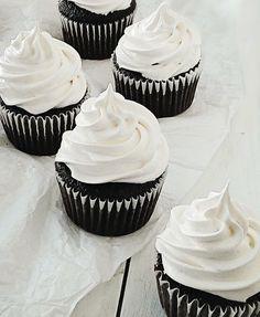 Caramallow Cupcakes + a Delicious-in-Focus Contest.