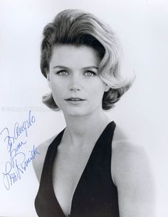 LEE REMICK - INSCRIBED PHOTOGRAPH SIGNED - DOCUMENT 272867