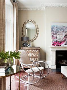 La unión de texturas sutilmente glamurosas con otras más simples logra asimismo un clima relajado y contemporáneo.