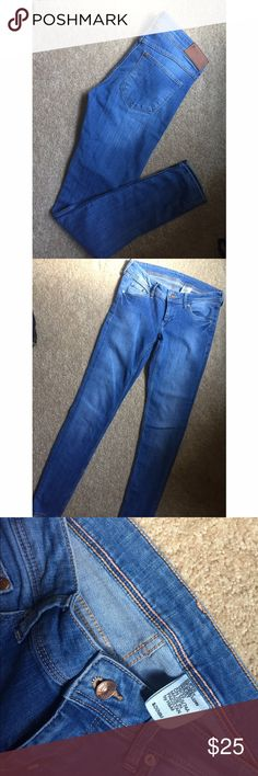 NWOT✨ H&M Light Wash Super Skinny Super Low waist These jeans are NWOT! Purchased wrong style of jeans last year. Pristine condition😁. Size 29/32. Super SKINNY & LOW waist. H&M Jeans Skinny
