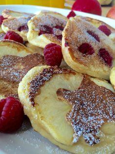 Fluffige Joghurt-Apfel Pancakes - Tasty Matter and Drink deserts dessert recipes Fluffige Joghurt-Apfel Pancakes - Tasty Matter Desserts Français, French Desserts, French Recipes, Vegan Pancakes, Buttermilk Pancakes, Fluffy Pancakes, Vegan Zucchini Fritters, Yogurt, Pancakes From Scratch