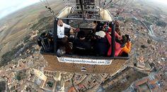 Un momento del vuelo en globo de alta cocina en Segovia