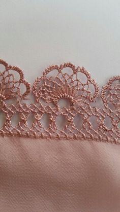 Modeling of needle lace and kerchief - Crochet Unique, Crochet Lace Edging, Crochet Borders, Bead Crochet, Filet Crochet, Irish Crochet, Crochet Doilies, Crochet Stitches, Crochet Patterns