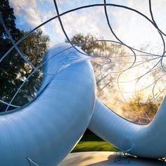 """Les Architectes de l'Atelier Zündel Cristea ont réalisé l'installation architecturale """"Peace Pavilion"""" dans le cadre du concours d'ArchTriumph """"Triumph Pavilion – Summer Pavilion 2013"""". Lauréat, le projet est actuellement présenté au Museum Gardens dans le quartier de Bethnal Green à Londres."""