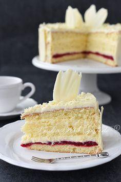 Pastry cream cake with raspberries - recipe - Pastry cream cake with raspberries Informationen zu Konditorcreme- Torte mit Himbeeren – Rezept Pi - Cupcakes, Cupcake Recipes, Baking Recipes, Torte Au Chocolat, Raspberry Recipes, Custard Cake, Flaky Pastry, Lemon Desserts, Desserts Keto