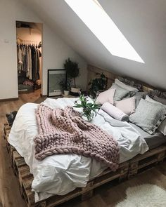 Ideas for wooden pallet beds, ideas for wooden pallet beds, # for . - Ideas for wooden pallet beds, ideas for wooden pallet beds, p - Perfect Bedroom, Room Inspiration, Dream Rooms, Bedroom Decor, Cheap Home Decor, Bedroom Inspirations, Bedroom Design, Contemporary Bedroom Design, Home Decor