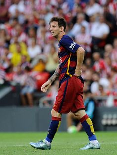 Lionel Messi of FC Barcelona looks on during the La Liga match between  Athletic Club and 3747cdda3d81d