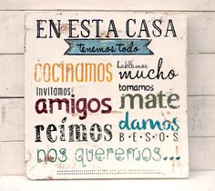 Letrero | En esta casa tenemos todo... - ONDECO Label Paper, Some Quotes, Drawing, Wood Art, Wood Signs, Diy Gifts, Sweet Home, Wall Decor, Lettering