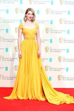 Não foi apenas o Grammy que movimentou o tapete vermelho nesse domingo (08.02). Enquanto as estrelas da música se reuniram em Los Angeles, as celebridades do cinema internacional foram até Londres para mais uma edição do BAFTA Awards, considerado o Oscar britânico. No red carpet, destaque para as cores vibrantes: Julianne Moore (vencedora do prêmio de melhor atriz) escolheu o vermelho, Reese Witherspoon foi de violeta e Léa Seydoux chamou atenção com seu vestido amarelo. Confira as melhores…