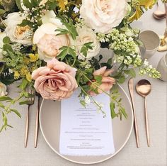 La Tavola Fine Linen Rental: Tuscany Natural | Photography: Michael Radford Photography, Floral Design: Tinge Floral, Rentals: Casa de Perrin and Found Rentals