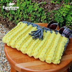 Material: • 02 EuroRoma Fio de Malha em cores lisas [ 01 cone de cada cor] • Agulha para crochê [Poderá variar de acordo com a espessura ...