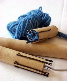 Simple way to make a knitting doll using hairgrips. No sharp pins. A long length… – spool knitting ideas Spool Knitting, Knitting Stitches, Knitting Patterns, Crochet Patterns, Diy Knitting Nancy, Knitting Ideas, Knitting Projects, Crochet Projects, Knitting Supplies