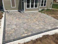 Outdoor Pavers, Brick Paver Patio, Cement Patio, Brick Patios, Patio Ideas Using Pavers, Paver Patio Designs, Stone Backyard, Small Backyard Patio, Diy Patio