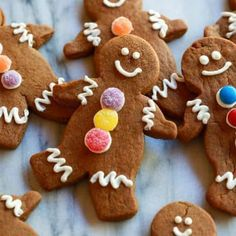 Gingerbread Man Cookies are my favorite Christmas treat to decorate with my kids. These soft gingerbread man cookies are perfect for preschool or kindergarten Christmas parties, and they taste delicious! Chewy Gingerbread Cookies, Holiday Cookies, Holiday Treats, Holiday Recipes, Gingerbread Recipes, Gingerbread Cake, Christmas Recipes, Gingerbread Houses, Gingerbread Man Recipe For Kids