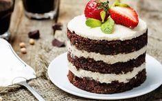 chocolate chickpeas vegan cake with cashew cream. Bolo Vegan, Vegan Cake, Chocolate Low Carb, Mini Cheesecake, Cashew Cream, Ethnic Recipes, Food, Chickpeas, Pilates