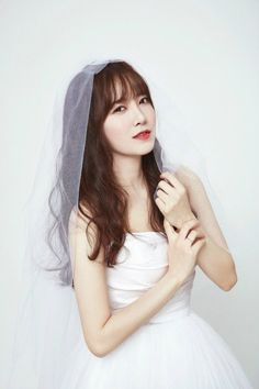 35 Gorgeous photos of Korean celebrities in wedding dresses