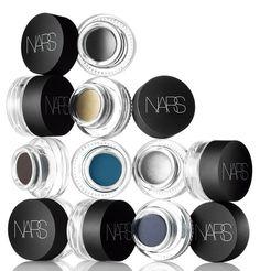 A Nars lança Eye Paint, sombras para as mulheres que são fãs de cores nos olhos. Sua fórmula em gel é fácil de aplicar e tem alta duração. P...