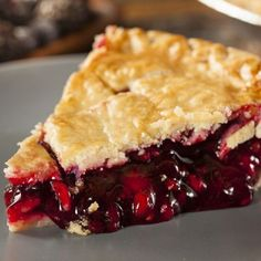 Make this bing cherry pie recipe with homemade pie crusts, and fresh cherries. … Make this bing cherry pie recipe with homemade pie crusts, and fresh cherries. This pie is from scratch and has good old fashioned qualities. Cherry Desserts, Just Desserts, Delicious Desserts, Yummy Food, Bing Cherry Pie Recipe, Cherry Recipes, Oregon Cherry Pie Recipe, Canned Cherry Pie Recipe, Gastronomia