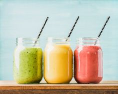 Freshly blended fruit smoothies of various colors and tastes in glass jars. Smoothie Recipes For Kids, Easy Smoothies, Weight Loss Smoothies, Fruit Smoothies, Healthy Recipes, Recipes Breakfast Video, Smoothie Blender, Smoothie Mix, Nutrition