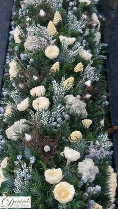 Grab Design-Make-Yourself / Grave Flowers, Funeral Flowers, Alien Halloween Makeup, Christmas Decorations, Christmas Tree, Holiday Decor, Cemetery Decorations, Memorial Flowers, Winter Blankets