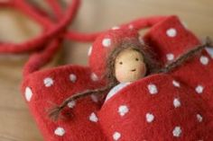 Wichtelwaldmädchen - Cool website - lots of ideas with tiny dolls