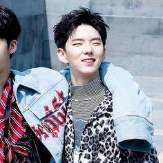 Tired @official_monsta_x #monstax #monsta_x #starshipentertainment #wonho #hyungwon #jooheon #kihyun #changkyun #shownu #minhyuk #monbebe #원호 #형원 #셔누 #기현 #주헌 #민혁 #아이엠 #IM #몬스타엑스 #shine_forever #gravity