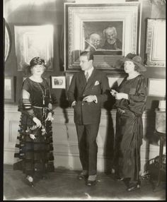 Rudolph Valentino. Thats a Strange painting behindert him!