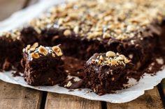 Healthy brownies: gluten-free, sugar-free, fat-free and lactose-free - Healthy Brownies, Healthy Cake, Healthy Cookies, Healthy Sweets, Healthy Baking, Sugar Free Recipes, Baking Recipes, Sweet Recipes, Snack Recipes
