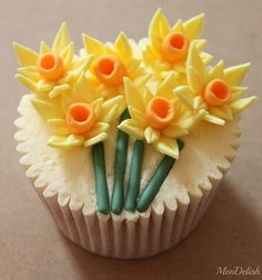 Daffodils! Spring Cupcakes ~ Easter ideas