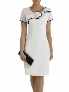 Sukienka z ozdobną kokardą Żaklina II, elegancka kreacja koktajlowa. Classy Dress, Classy Outfits, Stylish Outfits, Fashion Outfits, White Outfits, Simple Dresses, Casual Dresses, African Fashion Dresses, Dress Patterns