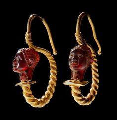 Gold Jewelry Greco-Roman Gold Earrings with Garnet African Heads, Century Century AD The jewelry of the Hellenistic and early Roman periods is among the finest of the ancient world, unsurpassed in richness of subject matter and composition, luxurious. Bijoux Design, Schmuck Design, Jewelry Design, Bracelet Chanel, Emerald Bracelet, Garnet Jewelry, Gold Jewelry, Jewelery, Tiffany Jewelry