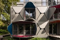 Ballet Mécanique Apartment Building In Zurich By Manuel Herz Has Louvers That Unfold To Form Pop-up Balconies And Sunshades — urdesignmag Le Corbusier, Zurich, Art And Architecture, Architecture Details, Moving Walls, Apartment Balconies, Shade Structure, Balcony Design, Cool Landscapes
