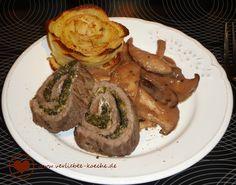 Rollbraten mit Spinatfüllung, Pilzragout und Kartoffelrose